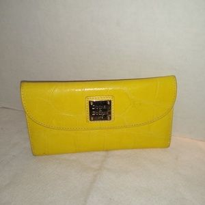 BRIGHT AND HAPPY YELLOW TRI FOLD WALLET